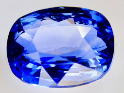Blauer Saphir Ovalschliff