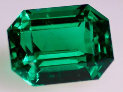 Smaragd im typischen Schliff