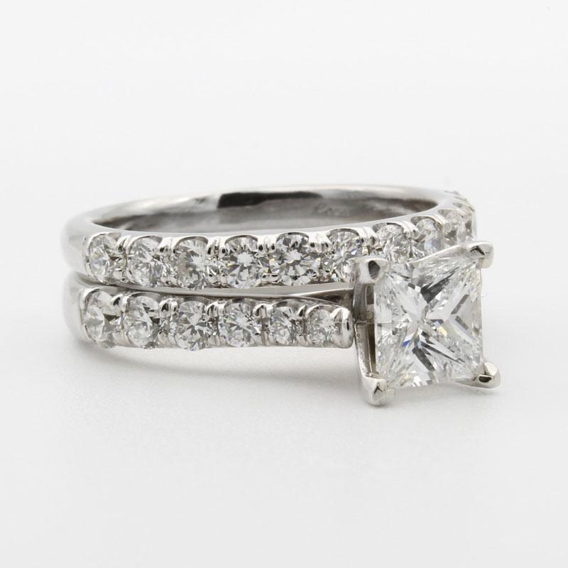 Einfacher Diamantschmuck
